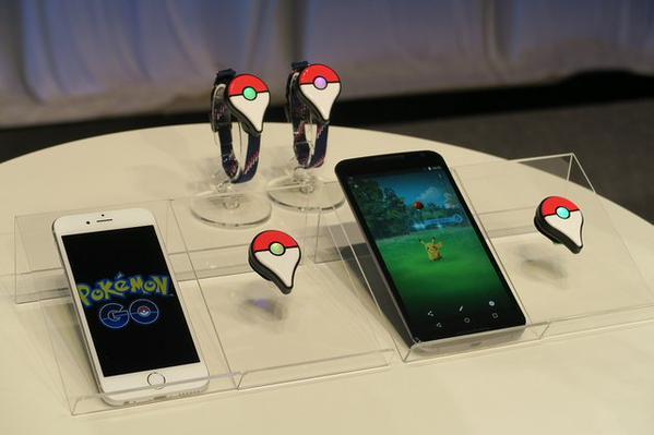 pokemon_go_plus_esposizione_smartphone_pokemontimes-it