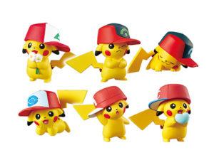 Modellini dei Pikachu con i cappelli di Ash