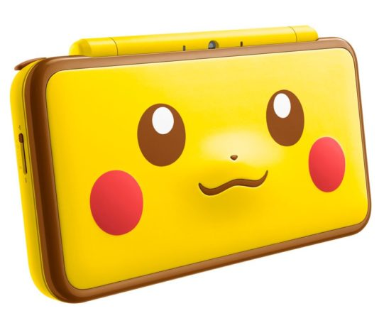 new_nintendo_2ds_xl_edizione_speciale_pikachu_laterale_pokemontimes-it