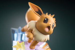 modellino_trainer_blue_eevee_figure_img14_pokemontimes-it