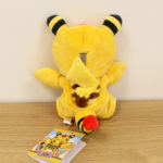 pikachu_kaiju_mania_img07_center_peluche_pokemontimes-it